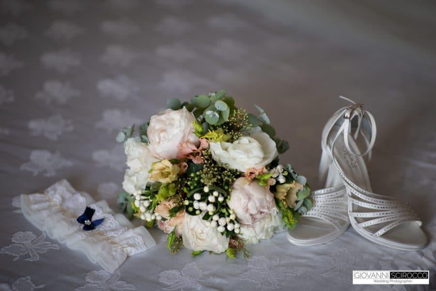 bouquet scarpe e giarrettiera sposa
