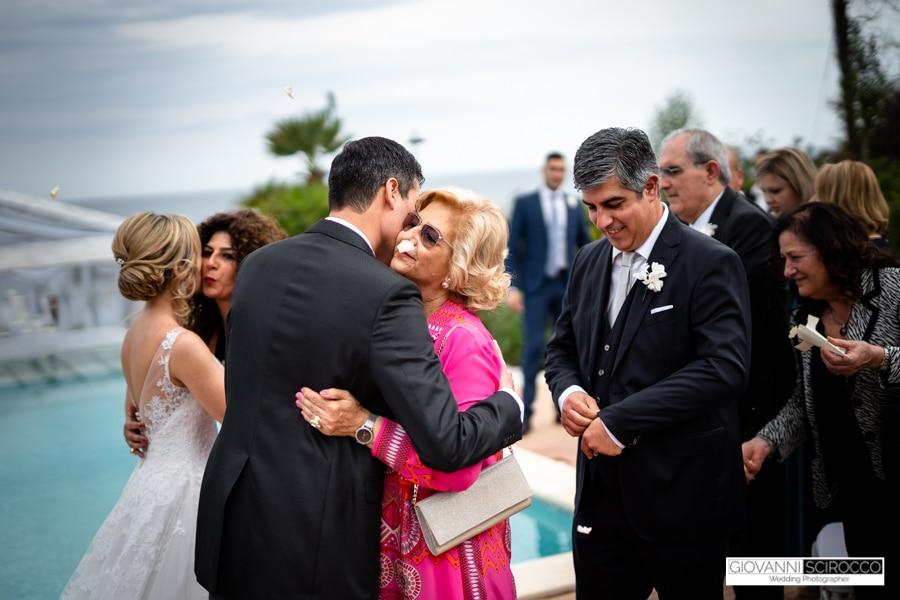 Abbraccio con la mamma Sposo