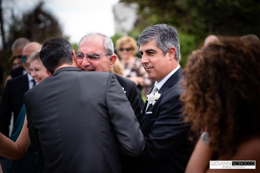 abbraccio con il papà dello Sposo